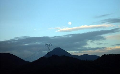 月亮出来了